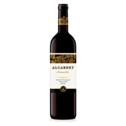 BODEGAS ALCARDET Sommelier Cabernet Savignon –Tempranillo–Merlot (tinto)-Původ: D.O. LA MANCHA Odrůdy: TEMPRANILLO - MERLOT - CABERNET SAVIGNON